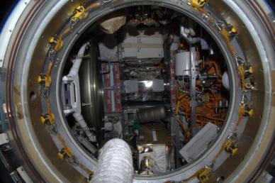 Le Progress M21 vu depuis l'ISS après ouverture de l'écoutille (source @ShuttleAlmanac)