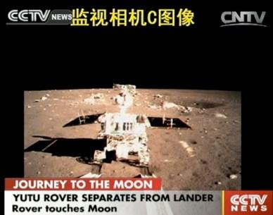Photo du rover Yutu prise depuis l'atterrisseur Chang'e3 après sa séparation