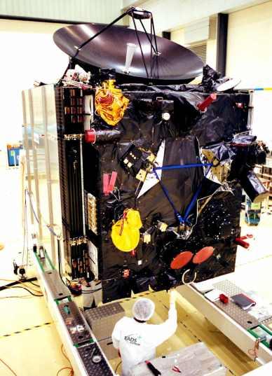 Rosetta en tests finaux à Kourou avant son lancement (© Astrium / Mathias Pikelj)