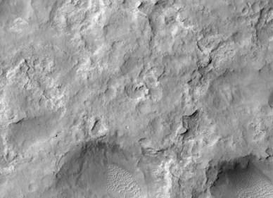 Le rover Curiosity, en bas à gauche, sur Mars pris par MRO (source NASA/JPL-Caltech/Univ. of Arizon).