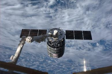 la capture du Cygnus prise en photo par Koichi Wakata depuis l'ISS (source NASA)