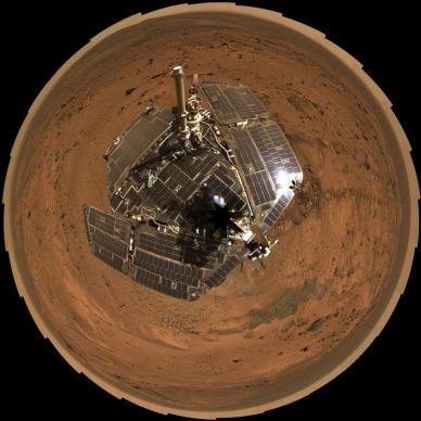 Mosaïque d'images du rover Spirit  prises en Août 2005 (source NASA / JPL-Caltech / Cornell)