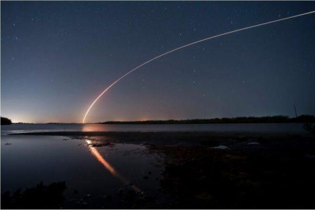 Le décollage de la fusée Delta IV prise en photo depuis Vero Beach en Floride par Sam Wolfe (via twitter @TCPalmSamWolfe)