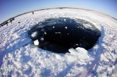 Cratère dans le lac Chebarkul (source RIA Novosti)