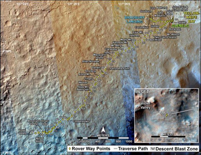 Cette carte montre le chemin parcouru par Curiosity au 18 Février 2014. Les points numérotés indiquent les étapes à chaque jour martien ou SOL. Le Nord est en haut. L'échelle est de 500 mètres. De Sol 545 à Sol 546, Curiosité avait  parcouru une distance d'environ 1,21 mètres en ligne droite. L'image servant de base à la carte provient de la Caméra Haute Résolution Imaging Science (HiRISE) sur Mars Reconnaissance Orbiter de la NASA. (Crédit: NASA / JPL-Caltech / Univ. de l'Arizona)