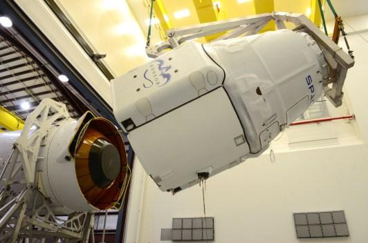 Assemblage du Dragon sur le lanceur Falcon 9 (source Space X)