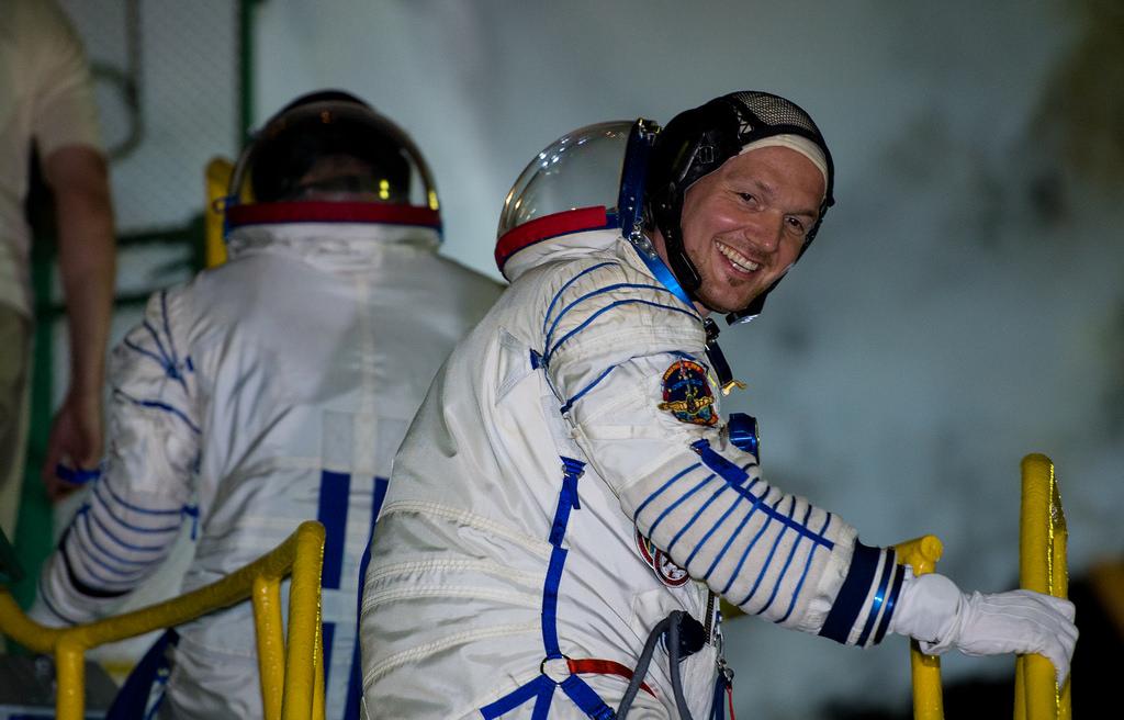 Alexandre Gerst juste avant de s'installer dans le Soyouz TMA-13 (source NASA)