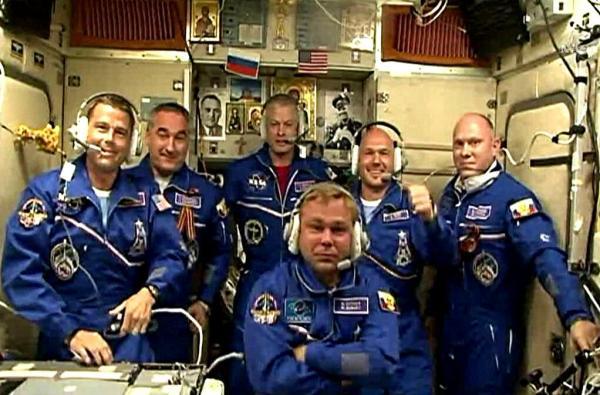 L'équipage au complet à bord de l'ISS (source NASA TV)