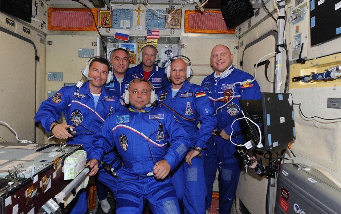 L'équipage réuni lors de la première conférence de presse (crédit Oleg Artemyev)