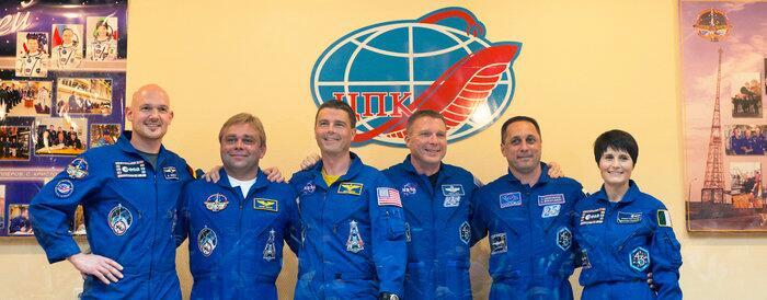 L'équipage TMA-13 et l'équipage de réserve (source Twitter)