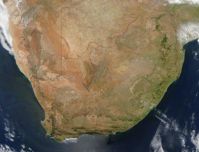 La pointe sud de l'Afrique venait d'entrer dans le printemps quand cette image a été acquise par le satellite AQUA de la NASA le 31 Octobre 2004 (Crédit: Jacques Descloitres, MODIS Rapid Response Team, NASA / GSFC)