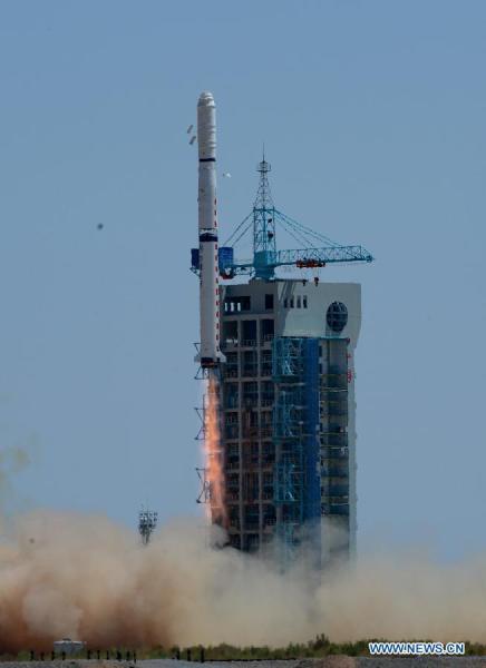 Une fusée Longue March-4C transportant les satellites Yaogan XX s'élance hors de la rampe de lancement au Satellite Launch Center à Jiuquan, province du Gansu au nord-ouest de la Chine, le 9 août, 2014. ( source Xinhua / Yang Shiyao)