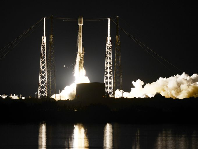 1410100621000-crb080714_spacex_
