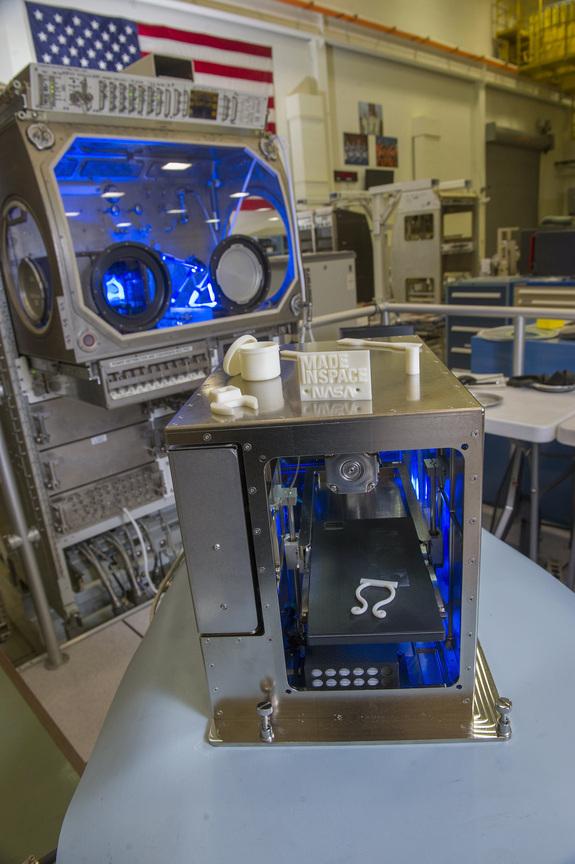 En Avril, cette imprimante 3-D passé des tests au Marshall Space Flight Center de la NASA à Huntsville, Alabama.(Credit: NASA/Emmett Given)