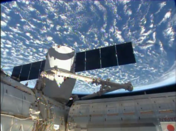 Accostage terminé du cargo Dragon Spx4 (source NASA TV)