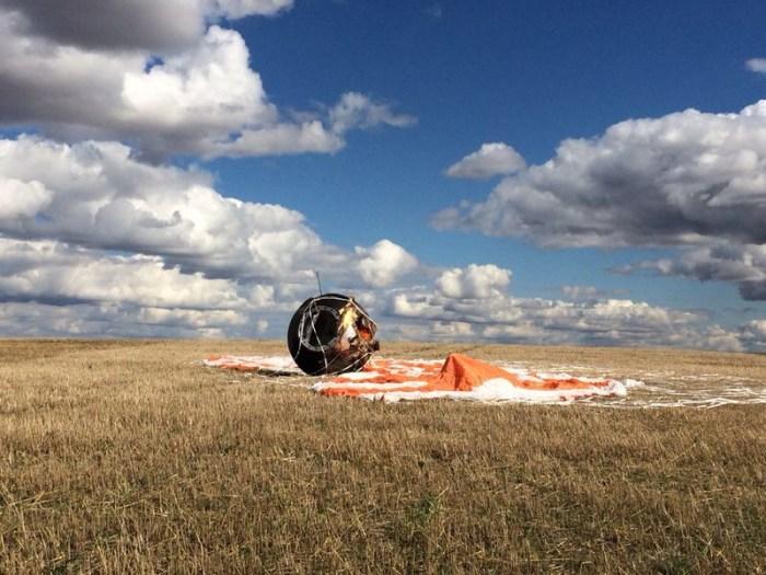 La capsule Foton M4 après l'atterrissage. (Crédit photo: Roscosmos)