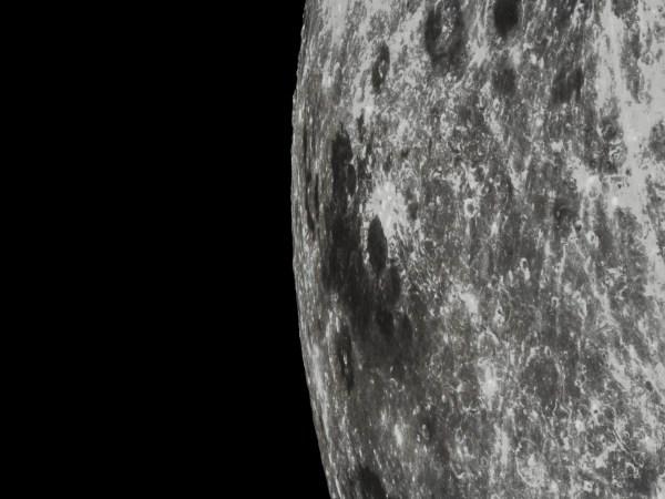 Un gros plan de Mare Marginis, une mer lunaire qui se trouve sur le bord de la face visible de la Lune (Credit: Xinhua News)