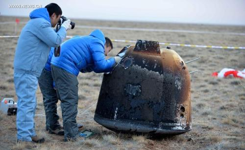 """Retour de la capsule de test d'exploration lunaire de la Chine """"Xiaofei"""" le 31/10/14  (source Xinhua / Ju Huanzong)"""