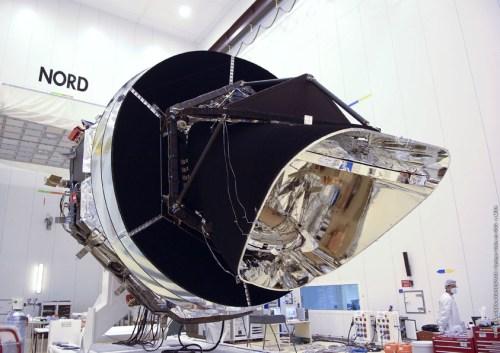 26 Février 2009, le télescope spatial Planck en salle blanche à Kourou (Copyright: ESA-CNES-Arianespace / Optique Vidéo du CSG - L. Mira)
