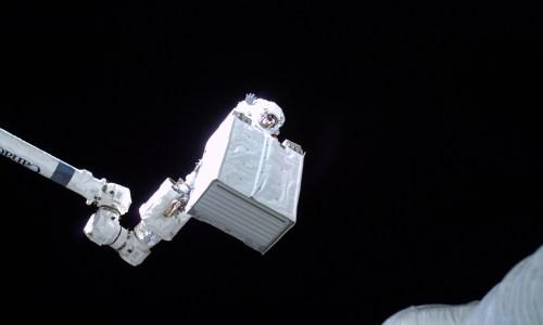 Alexander Gerst lors de l'EVA 27 (Credits: ESA/NASA)