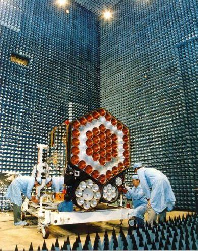 Le satellite Inmarsat 2 en cours d'intégration à Toulouse (source Airbus DS)