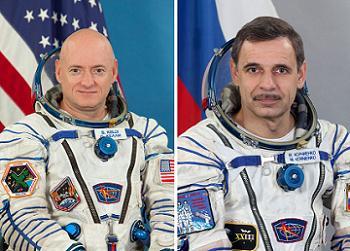 L'astronaute Scott Kelly (à gauche), et le cosmonaute Mikhail Korniyenko pour une mission d'un an à bord de l'ISS. (Credit: NASA/Roscomos)