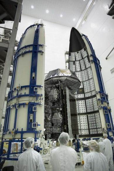 Les atellite MUOS-3 lors de la mise sous coiffe de l'Atlas V (Photo: Lockheed Martin)