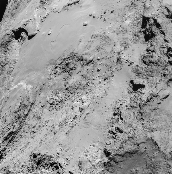 Image issues d'une mosaïques de 4 images prises par la le 14 février, à 8.9km de 67P. Image = 1,35 km de large. ©ESA / Rosetta / NavCam - CC BY-SA 3.0 IGO