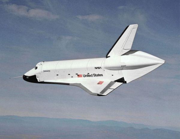 Le prototype de la Navette Spatiale a été nommé Enterprise (OV-101) suite à une campagne des fans de Star Trek. Sur cette photo, l'orbiteur a effectué un vol test en 1977. (source Space.com)