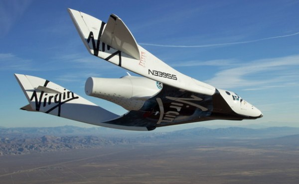 "Le SpaceShip2 ""VSS Enterprise"" de Virgin Galactic lors de son premier vol d'essai le 10/10/2010. (crédit Virgin Galactic)"