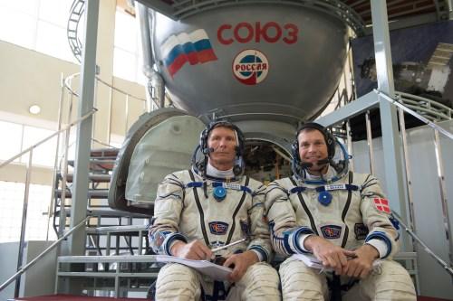 Entrainement sur dans un vaisseau Soyuz avec le cosmonaute Gennady Padalka à la Cité des étoile en Russie