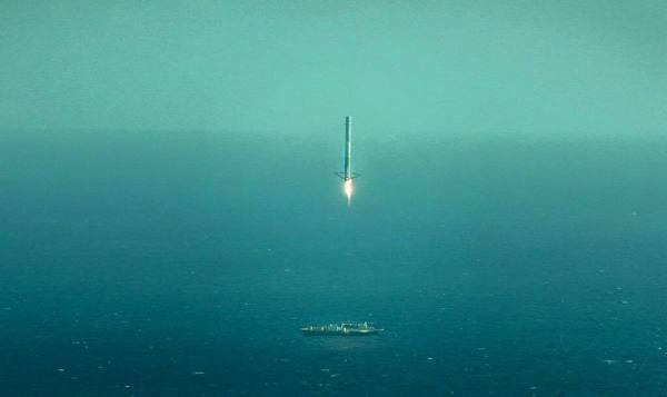 Retour sur barge pour le premier étage Falcon 9 le 14/04/15 (source SpaceX)