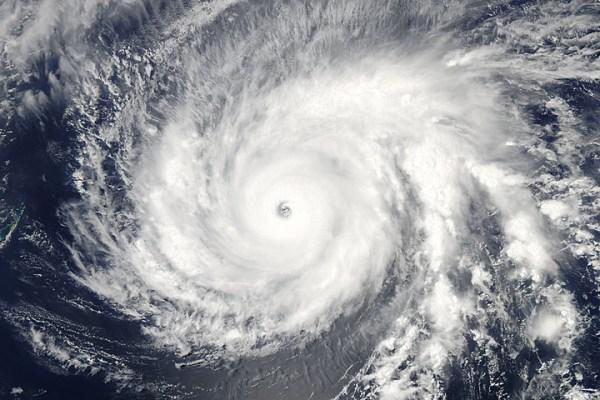 L'instrument MODIS à bord du satellite Aqua de la NASA a capturé cette image en lumière visible du Super Typhon Maysak le 31 Mars à 03h55 UTC. (Crédit image: NASA Goddard MODIS Rapid Response Team)