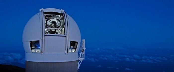 Le télescope Pan-Starrs à l'observatoire du Mount Haleakalaà Hawai (source pan-starrs.ifa.hawaii.edu/public/)