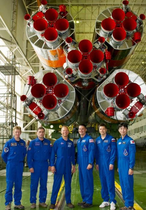 L'Expedition 44 et l'équipe de remplacement : (de gauche à droite) : Tim Peake, Yuri Malenchenko, Tim Kopra, Kjell Lindgren, Oleg Kononenko et Kimiya Yui (Photo: Gagarin Cosmonaut Training Center)