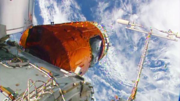 Le cargo HTV 5 fixé à l'ISS le 24/08/15 (source NASA TV)