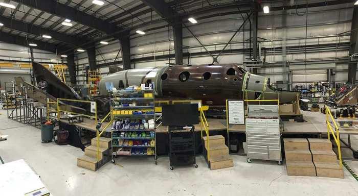 Le second SpaceShipTwo de Virgin Galactic en cours de construction, photo d'octobre 2014 (credit Virgin Galactic)