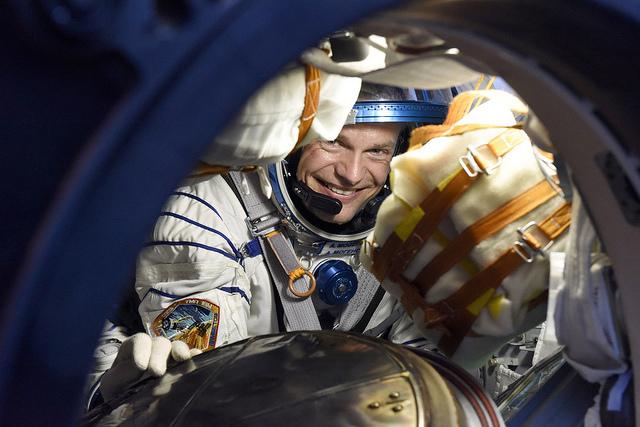 Andreas Mogensen, tout sourire, à l'atterrissage du Soyouz TMA-16M le 12/09/15 (Credit: ESA–Stephane Corvaja)
