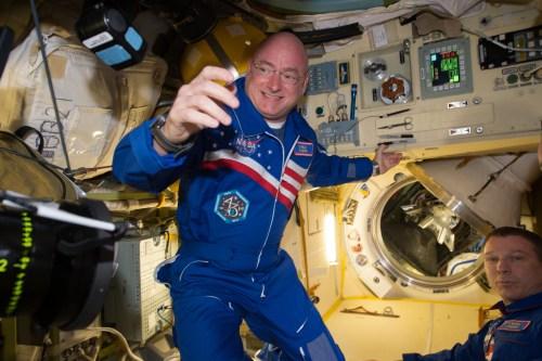 L'astronaute Scott Kelly dans l'ISS (Credits NASA)
