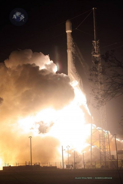 Décollage Falcon 9 / Orbcomm OG-2 le 21/12/15 (Crédit photo: Mike Killian / AmericaSpace)