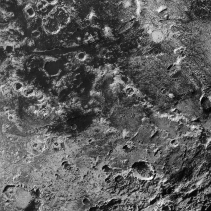 Détail de Pluton photographié par la sonde New Horizons le 14/07/15 (credit NASA)
