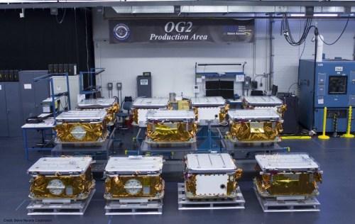 Les 11 satellites OG2 d'Orbcomm avant leur lancement sur une Falcon 9 le 21/12/15 (Photo: Orbcomm)