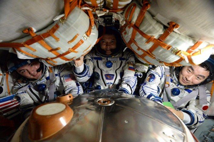Oleg Kononenko, Kjell Lindgren et Kimiya Yui dans le vaisseau Soyouz TMA-17M juste avant leur retour sur Terre.