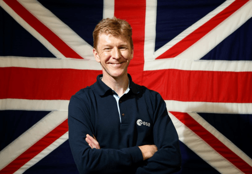 "Tim Peake devant le drapeau ""Union Jack"" (source ESA)"