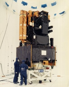 Le satellite SOHO avant son lancement en 1995 à cap Canaveral (credit ESA / NASA)