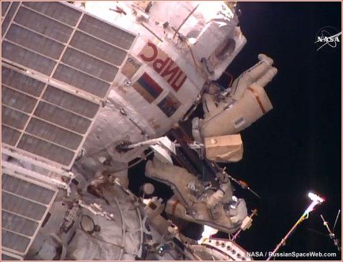Yuri Malenchenko et Sergei Volkov pendant leur sortie spatiale du 3/02/16 - EVA 42 (credit NASA TV)