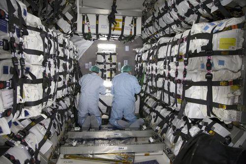 Intérieur du module pressurisé du cargo Cygnus OA-6 (credit NASA)