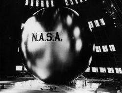 Echo 1, le premier satellite de communications du monde capable de relayer des signaux aux autres points sur la Terre (credit NASA)