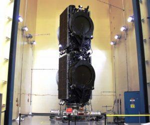 Eutelsat 117 West B et ABS 2A en position de lancement (credit SpaceX)