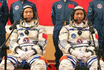 Fei Junlong et Nie Haisheng.les taïkonautes de Shenzhou 6